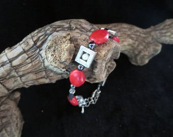 "Bracelet ""vintage"" with pearls and red beads"