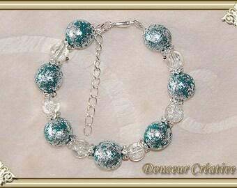 Green bracelet, silver beads 101025