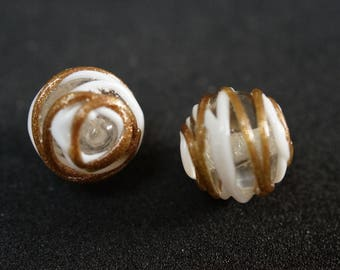 Gold glass Pearl and 14 mm round white