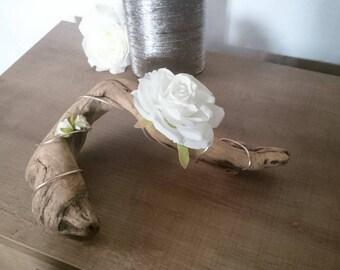 Iron wood float/roses/thread holder