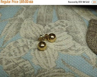 ON SALE exceptional vintage estate 14k gold ball stud earrings