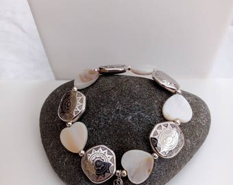 Bracelet mother of Pearl and glass beads