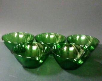 Vintage Emerald green Arcoroc AP bowls.  Set if 5.  5 inch bowls