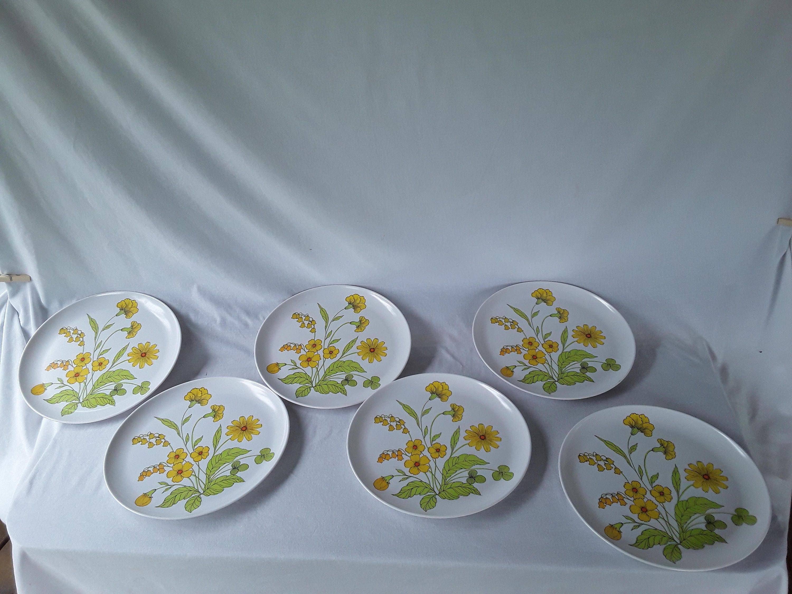Melmac #519 Dinner Plate Yellow Flowers \u0026 Green Steams & Melmac #519 Dinner Plate Yellow Flowers \u0026 Green Steams ...