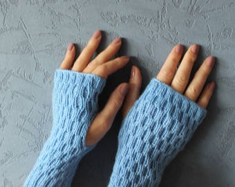 Arm warmers Fuzzy mittens Cycling gloves Wrist warmers Fingerless gloves Frilly gloves Braided gloves Driving gloves Hobo gloves Gloves knit