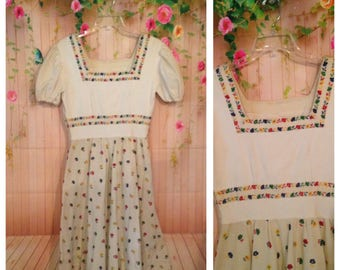 Vintage 50's Off White Floral Embroidered Dress