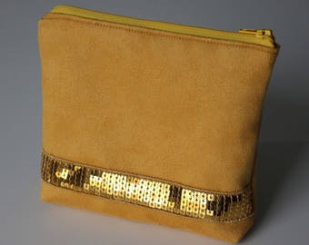Small clutch in yellow suede and gold glitter band