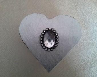 box has glamorous and chic heart jewel