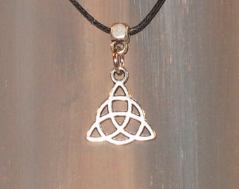 Celtic knot - triquetra - celtic knot necklace / wicca / #046