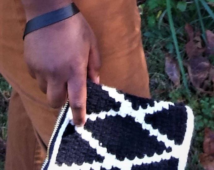 Tapestry Crochet Wristlet bag (CHOOSE YOUR COLORS)