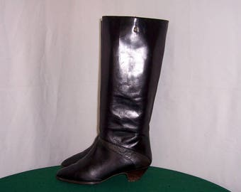 Sz 9m Vintage Tall Black Leather 1980s Women Etienne Aigner Zip up walking boots.