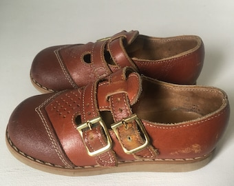 Buster Brown Shoes size 7