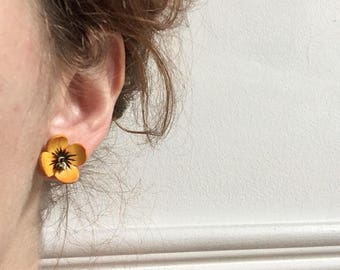 Leather flower earrings, 70s, cute, hippy, boho, *vintage*