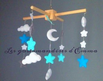 Mobile chambre bébé thème étoiles et nuages coloris bleu pastel et turquoise