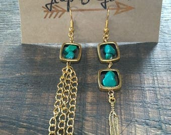 Earrings, Bohemian, feathers, long, different, stones, turquoise, green, chain, gold.