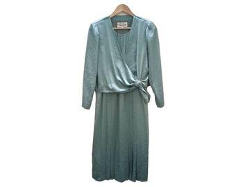 Vintage dress//vintage clothing/vintage pattern/women's gift/vintage print/retro/90s/vintage fashion/Green