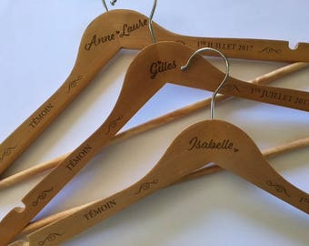 Hanger customized for your wedding witnesses