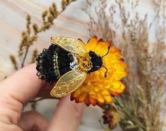 Bumblebee Pin - Beaded Bumblebee pin - Bumblebee lapel pin - Small Bumblebee pin - Beaded pin -  Gift for Her - Bug pin - Beaded insect pin