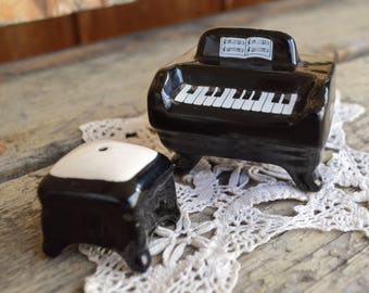 Vintage Piano & Bench Salt and Pepper Set, Mid Century, 1950s, Black and White, Ceramic, Music Lovers Gift, Birthday Gift, Gift for Her