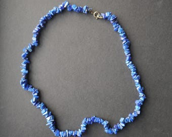 Lapis lazuli gemstone chip vintage single strand necklace, blue beads