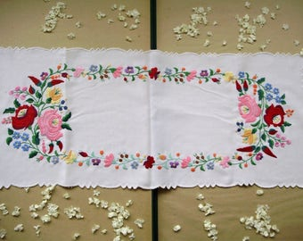 Beautiful ,Vintage,Hungarian handmade embroidered doily w.cutwork and Kalocsa flower pattern,Cottage/Shabby Chic