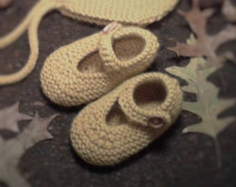 100% Merino Wool Hand Knitted Baby Girl Booties / Baby shoes / Baby socks / Baby crib shoes / MADE TO ORDER