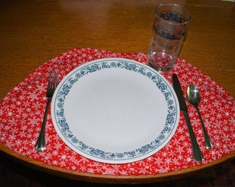 Round Table Placemats - Snowflake Red