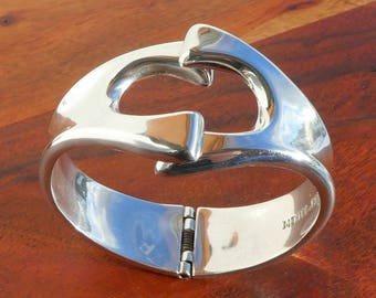 Heavy Mexican Sterling Silver Hinged Bracelet, 63 gr