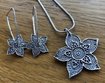 Beautiful Handmade Silver Henna Flower pendant and drop spinning earring set, spinning earrings, silver henna, Mehndi, earrings, spinning