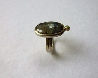 wide silver ring, peridot, Sapphire, grey, forged, handmade his own workshop, unique, gift, gem,