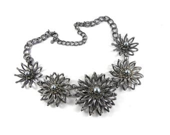 Statement necklace, flower necklace, silver flower necklace, vintage necklace, costume jewellery, decorative silver necklace.