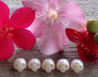 6.5mm Natural Pearl Hand Carved Skulls Bead Stone charm beads Semiprecious Gemstone Skull carving mini tiny white pink momento mori petite