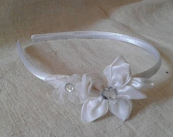 """two white flowers"" headband"