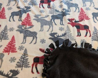 Patterned Trap Moose Printed Fleece Tied Blanket