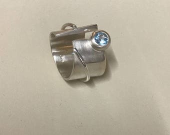 Break the mould! Sterling silver ring with blue topaz