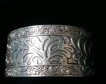 Premier designs silver floral cuff bracelet