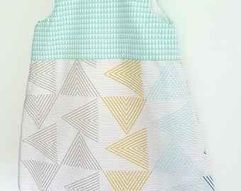 Cute sleeping bag size 0-6 months, water/mint green and yellow colors, geometric patterns