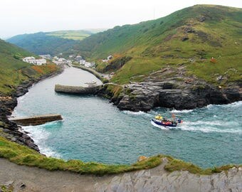 Fishing Boat on its way to harbour, Boscastle, harbour, fishing boat, photo print, seaside, Scenic Photography, Picturesque print, Cornwall,