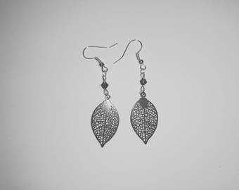 Earrings leaves prints and beads purple