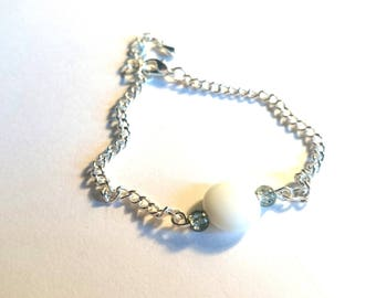 pretty simple bracelet with white flat Pearl