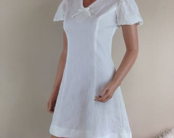 VTG Vicky Vaughn 1960s mod dress short white a-line hippy gogo polka dots D28