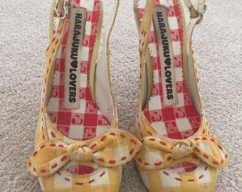 RARE Harajuku Lovers Yellow Gingham Picnic Ants Heels Womens Shoes Quirky 7.5
