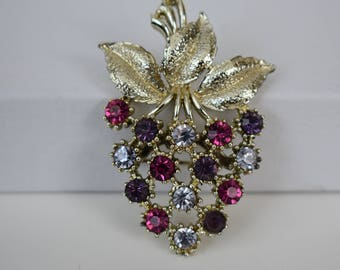 Brooch vintage colored rhinestone