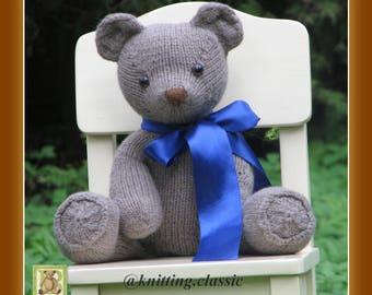 Knitted teddy bear Harry.