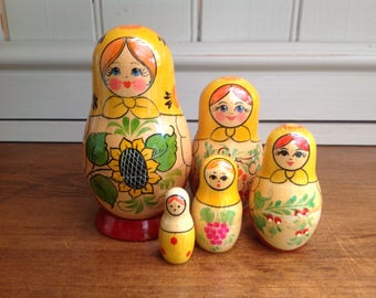 Vintage Russian matryoshka doll 5 piece