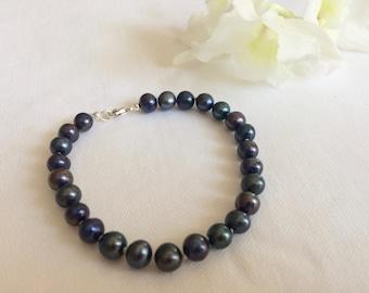 Navy blue pearl bracelet