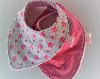 Bavoir bandana par 2 ,bavoir foulard ,tissu japonais rose et coton imprimé d'étoiles  ,doublés d'éponge,tons roses,cadeau de naissance,fille