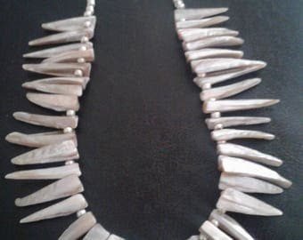 Shell like spike bead necklace