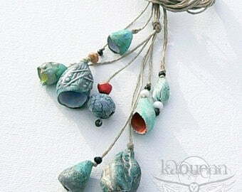 Porcelain ceramic artisan rustic bells beads pods necklace/choker Trésors marins collection par KaouennCeramics