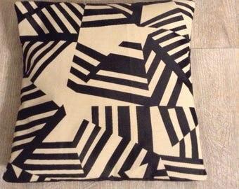 Housse pour coussin de 40cm de côté graphique beige et noir
